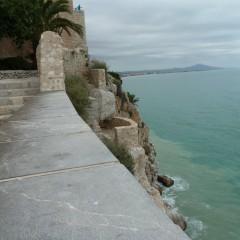 Peñíscola, ciudad turística amurallada sobre el mar.